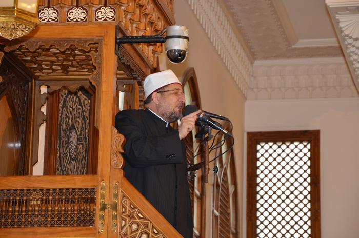 <center> خلال خطبة الجمعة <br/> من مسجد الرحمن الرحيم <br/> بمحافظة القاهرة <center/>
