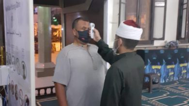 Photo of بالصور :  تواصل أعمال التعقيم   ومراعاة التباعد بالمساجد
